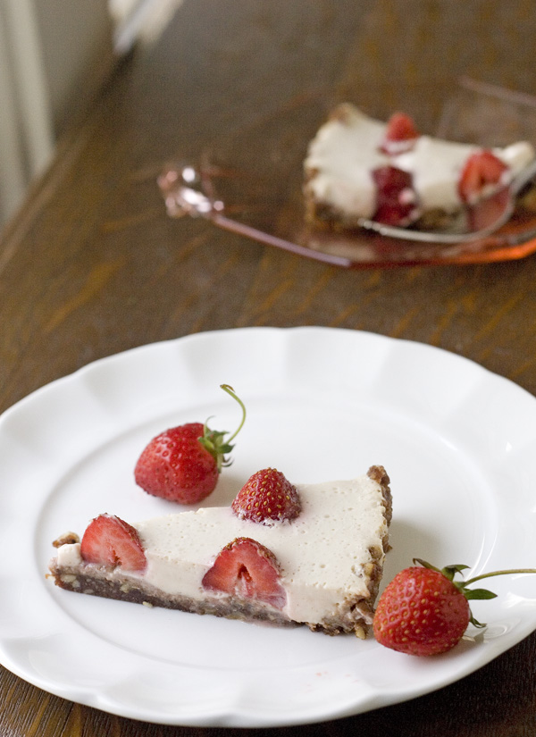 ... Pain, No Grain: No Bake Strawberry Yogurt Tart | little fig food blog